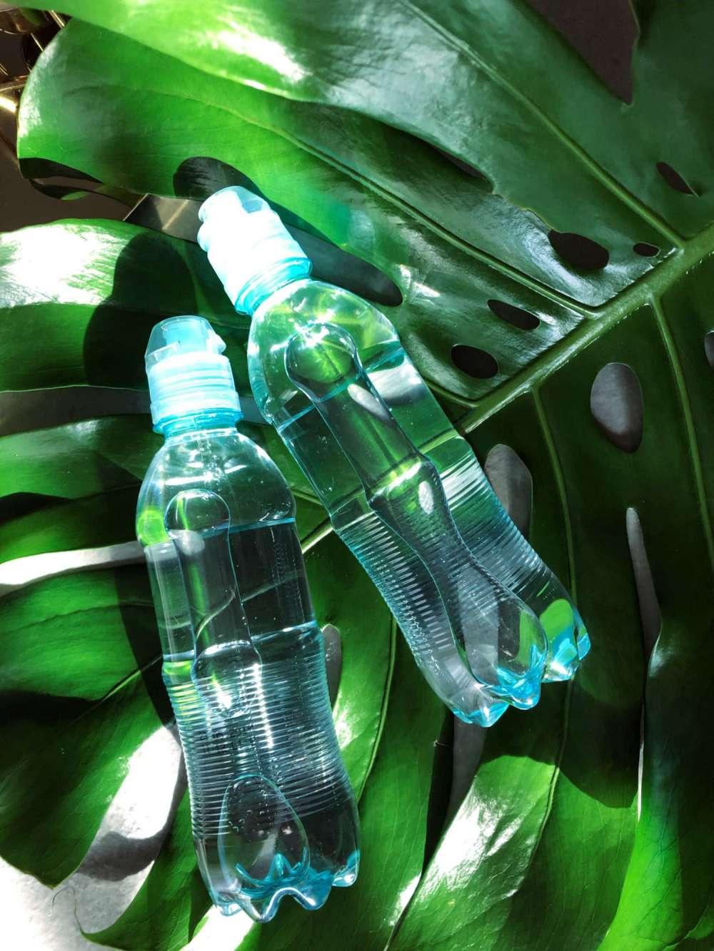 2 butelki wody mineralnej