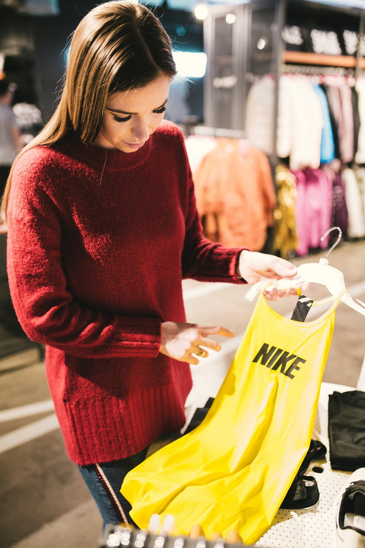 Agnieszka Wesolowska oglada kolekcje Nike SS 2019 wesowow