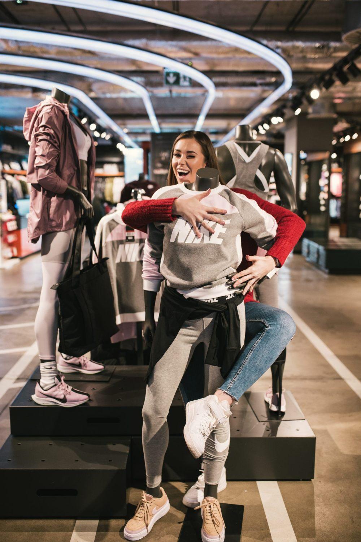 Agnieszka Wesolowska w sklepie For Pro Nike Royal Wilanow